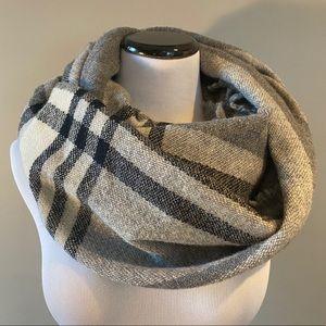 Aritzia Wilfred grey black white plaid scarf
